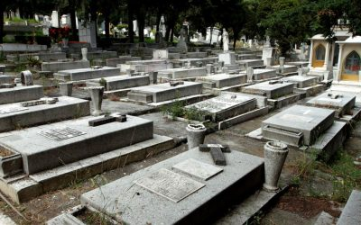 Panteón Jardín, entre el esplendor y el descuido de sus tumbas