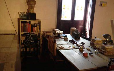 Mesa de trabajo de León Trotsky por Raúl Vázquez Espinosa